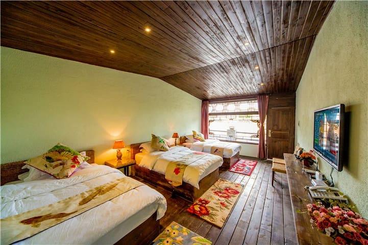 田园舒适三人间,房间超大,热水充足,适合度假.免费垂钓,,不用交古城维护费送地图免费下午茶 - Lijiang - Casa
