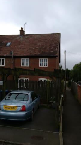 lovely clean flat in small village - Ash - Leilighet
