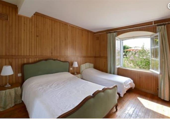Chambres 2 lits/3 personnes/poss. lit 1 bébé - Conches-en-Ouche - Betjent leilighet