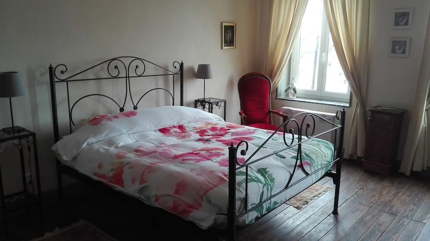 Chambre rouge - Rode kamer - Viviers - Hus