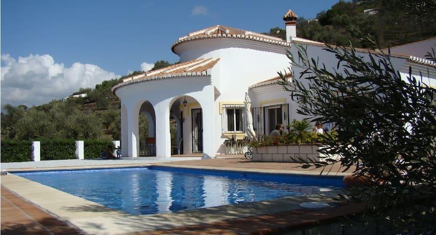 Casa Arco Iris - sehr schöne Landhausvilla - Sayalonga - Hus
