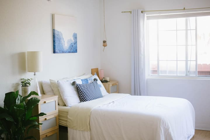 Sunny Studio Blocks from the Beach! - Los Angeles - Leilighet