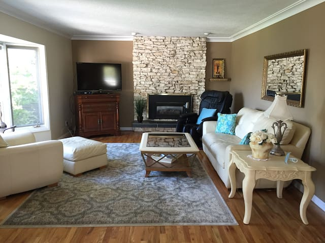 Lakefront Charm - Chestermere