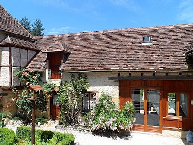 Charming cosy cottage, comfortable ,hot tub - Thenon - Casa