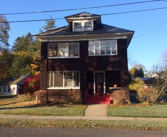 65 Madison Circle, Greenfield, Massachusetts 01301 - Greenfield - Departamento
