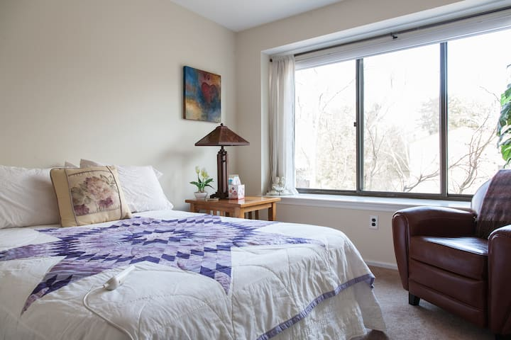 Lovely Doylestown Private Bedroom - Doylestown