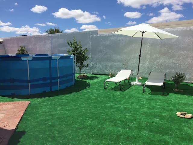 Big house in Madrid with pool&bbq - Navalcarnero - Huis