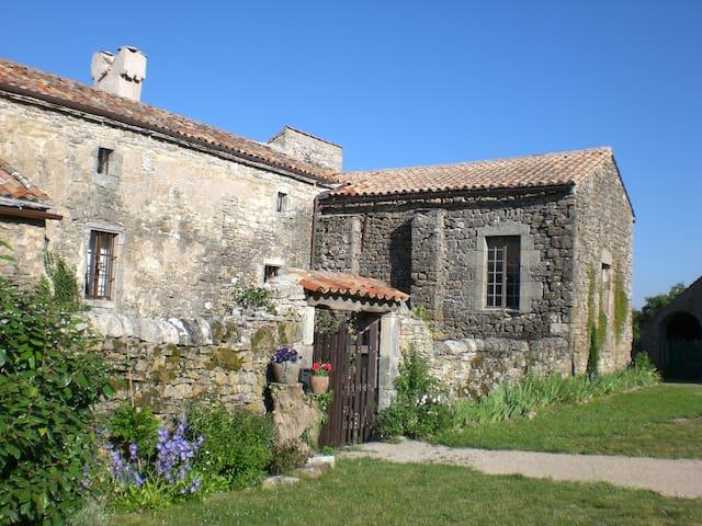 Maison d'amis dans un hameau isolé hors du temps - Le Clapier