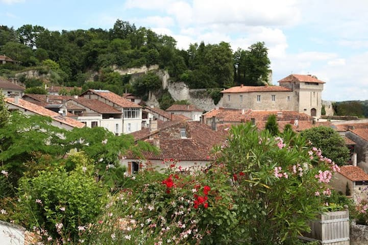 Apartment in the centre, sleeps two,free Wifi. - Aubeterre-sur-Dronne - Departamento