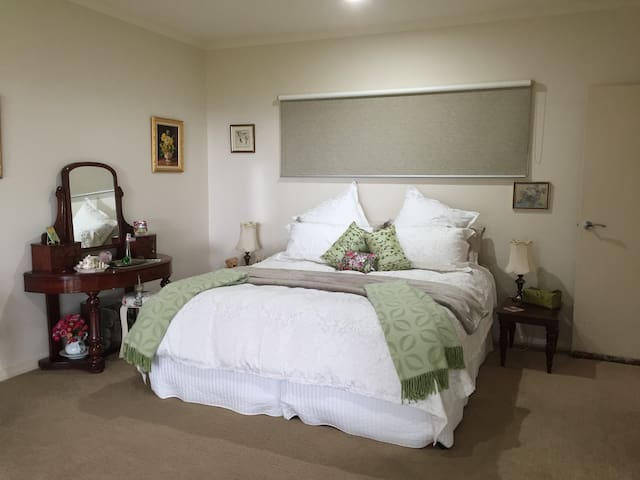 """""""The Point"""" Tranquil, Spacious with Stunning Views - Maleny - Pension"""