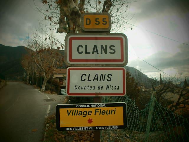 """""""Ti Coin Trankil"""" - Clans"""