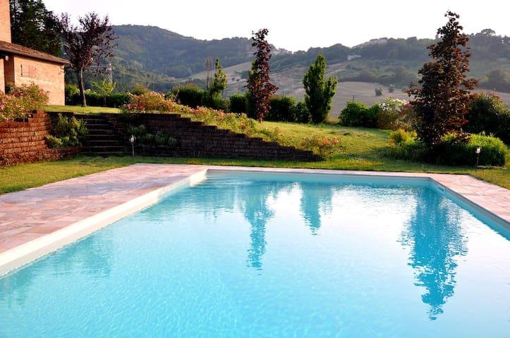 COUNTRY HOUSE PER VACANZE MARCHE - Montegiano - Hus