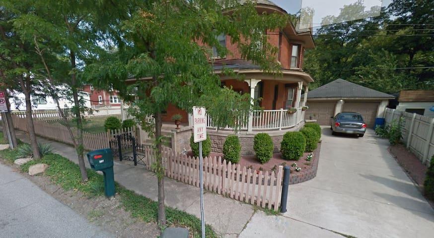 2nd Story Condo of Victorian - Michigan City - Apto. en complejo residencial