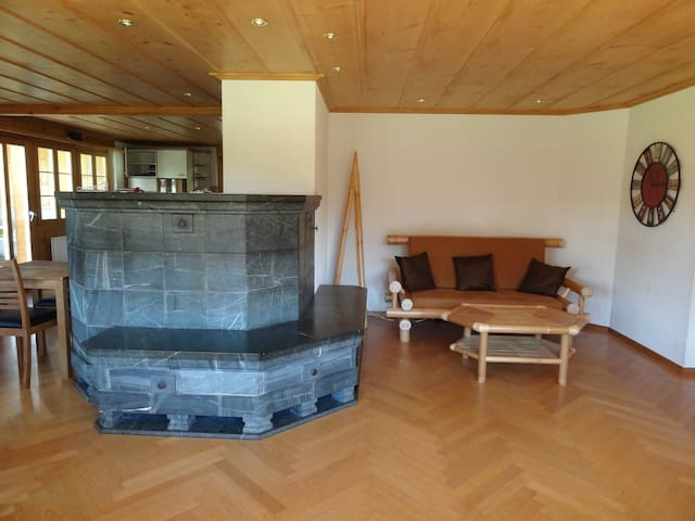 Spacious mountain chalet surrounded by mountains - Hasliberg - Bed & Breakfast