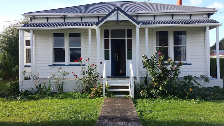 Lovely older style house in a quiet town - Foxton - Dom