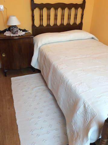 Habitación confortable en ático - León - Bed & Breakfast