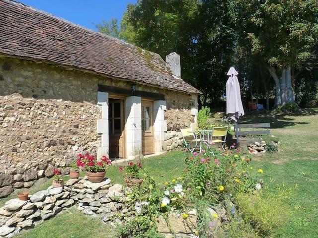 Gîte indépendant au calme - Rouffignac-Saint-Cernin-de-Reilhac - Ev