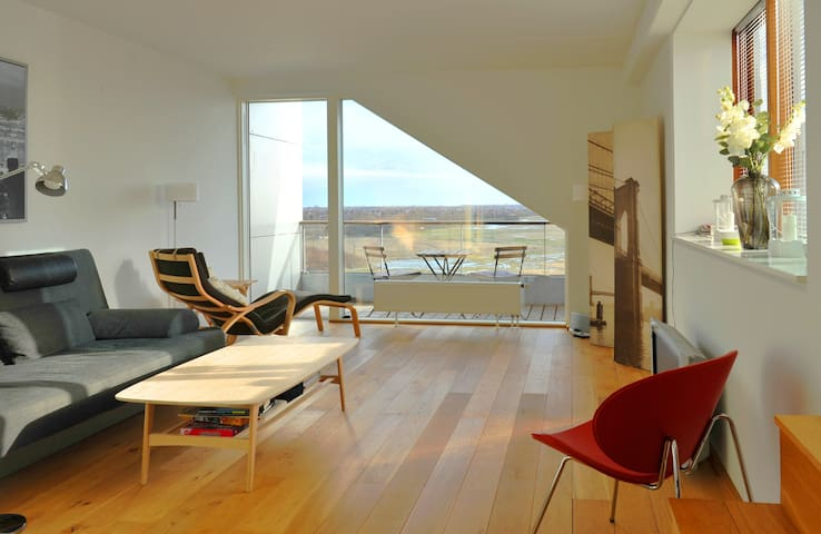 Relaxing penthouse, stunning views in 8-Tallet - Kastrup - Condo