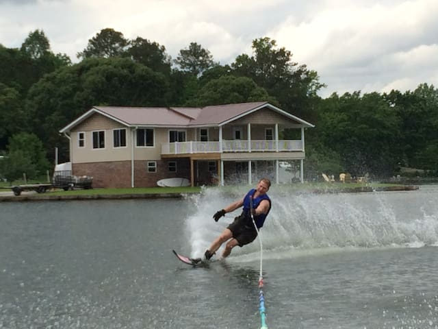 Beautiful, fun-filled stay at home on Lake Martin - Jacksons' Gap