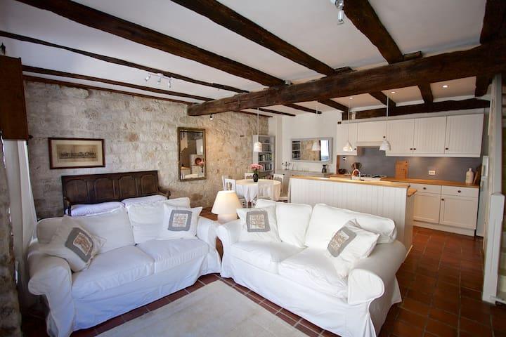 Beautiful renovated, hill top, stone townhouse - Tournon-d'Agenais - Şehir evi