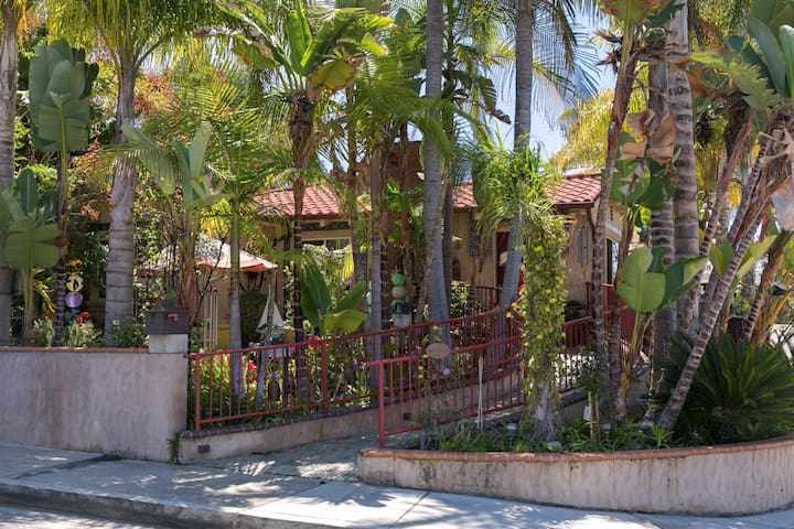 Always Inn-Palm Whisper Room w/ 5-course breakfast - San Clemente - Bed & Breakfast