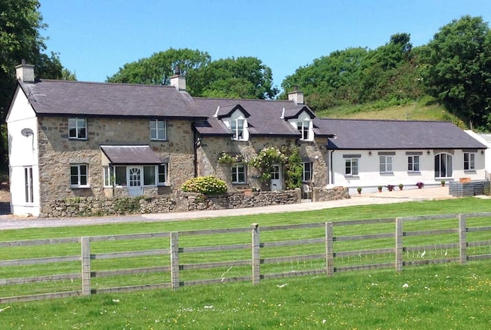 Ty Bach Twt - luxury stay in a quiet location - Isle of Anglesey