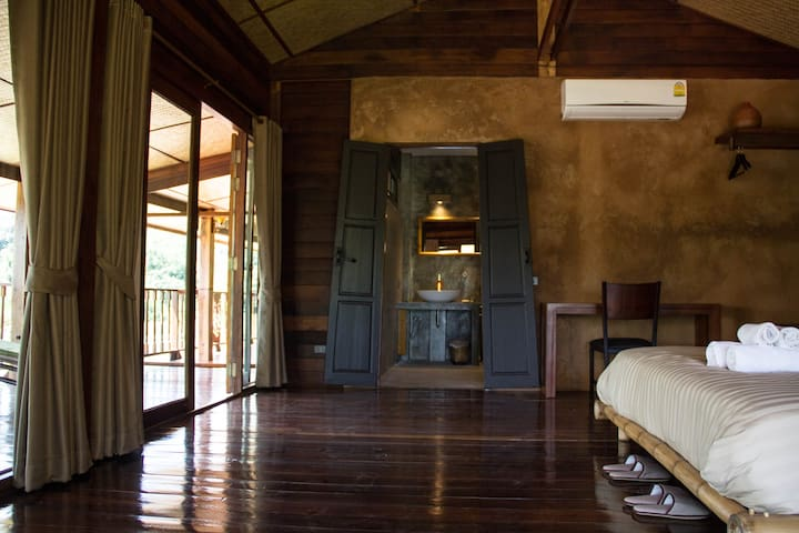 Luxury loft in wooden longhouse - Chiang Rai - Лофт
