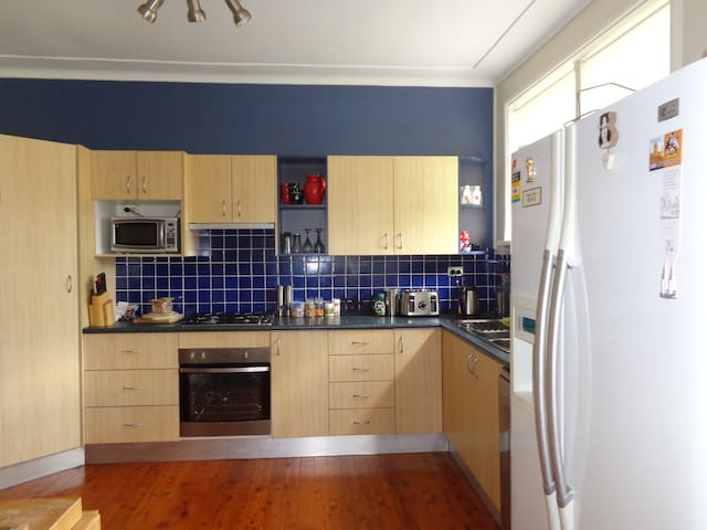 Single Clean room in large house North Manly NSW - North Manly - Ev