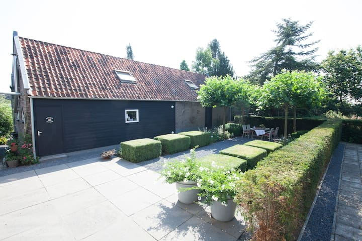 A cosy cottage fitted with modern conveniences - Hazerswoude-Dorp