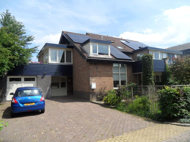 Spacious house in a child friendly neighborhood - Ouderkerk aan de Amstel