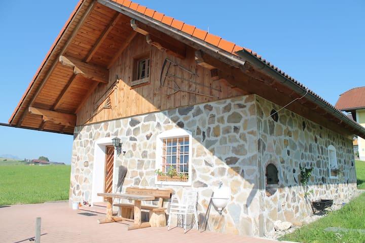 idyllisches, ruhiges Häuschen am Lande - Elixhausen - Hus