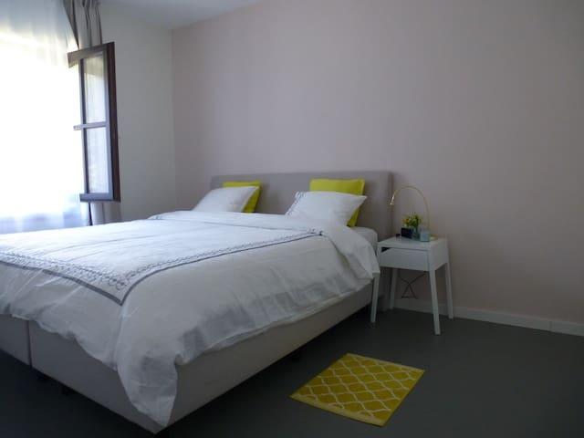 Attractive room in quiet green area - Wommelgem - Rumah