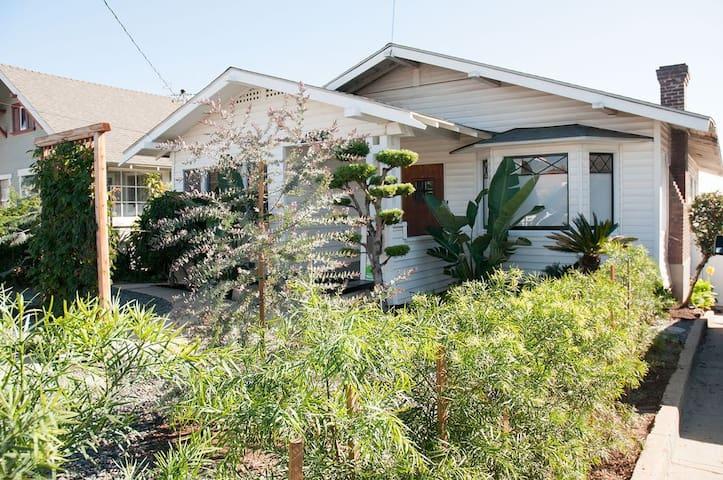 Stunning Craftsman Hilltop Bungalow near DTLA - Los Angeles - Casa