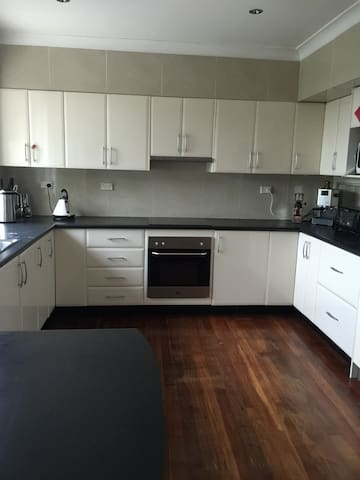 Two large bedrooms fully furnished. - North Rocks - Rumah
