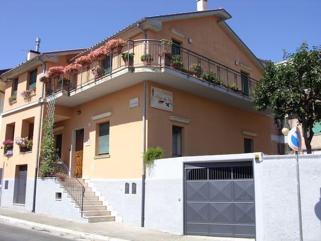 Il Fiore Della Vita B&B (€ 50 a coppia-Cam.Doppia) - Melfi - Daire
