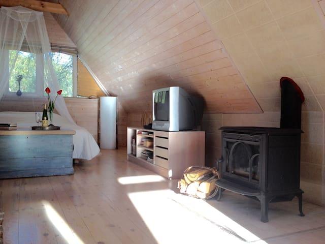 Romantic wooden attic for lovebirds - Nasva - Loft
