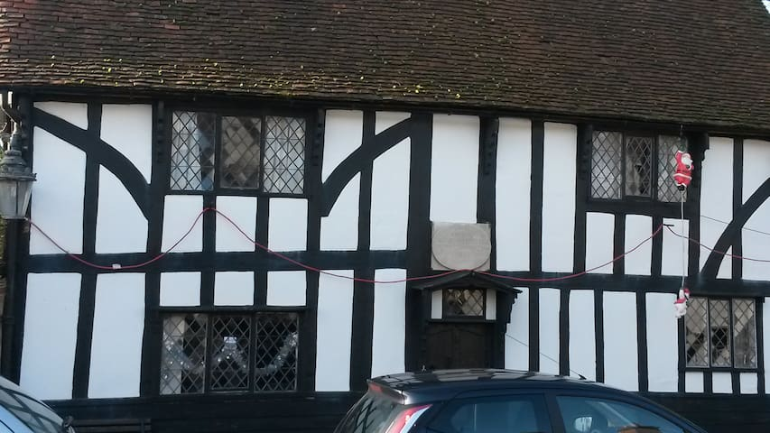 Quirky grade II listed tudor house c1630 - Harlow - Hus