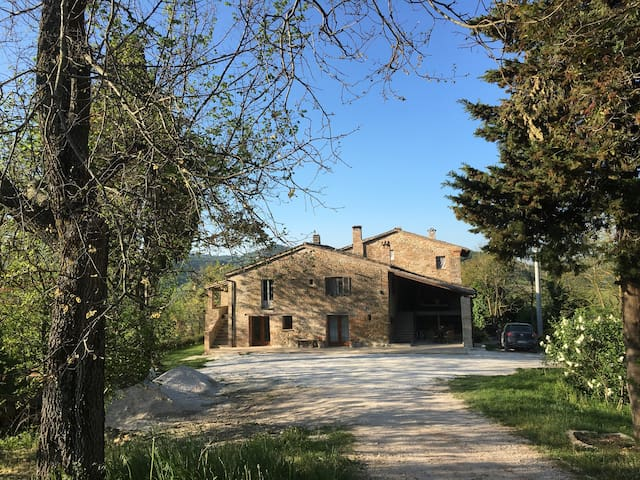 Tranquil farmhouse in the hills - Urbino - Huis