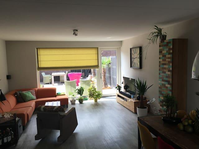 Mooie ruime en nette kamer - Oisterwijk  - Hus