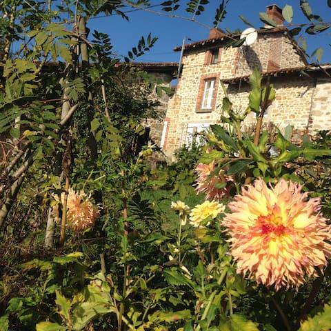 Petit cottage cosy et son jardin anglais au calme - Cieux