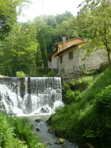 House near the river with waterfall - Buggiano