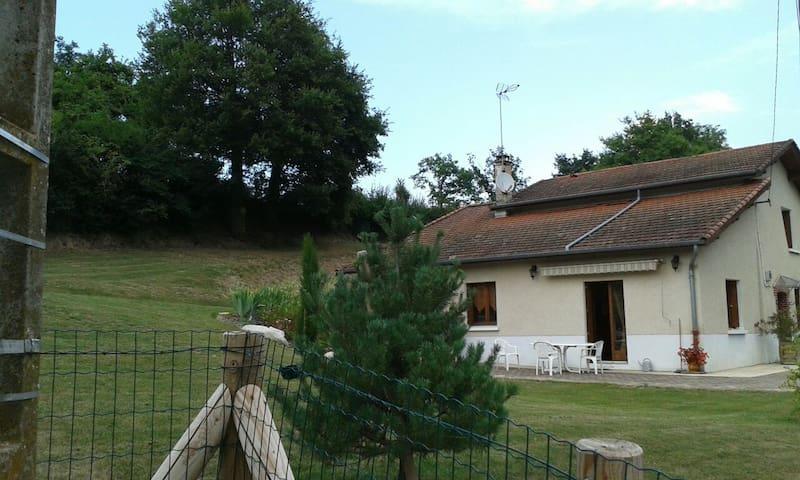maison de campagne - Essertines-en-Donzy - Casa