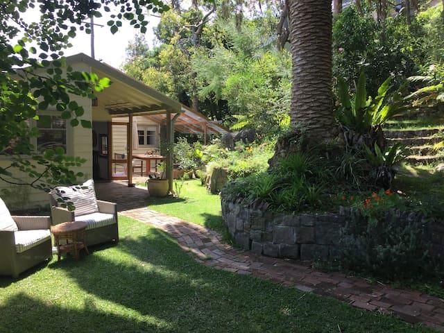 Original old beach cottage - Killcare