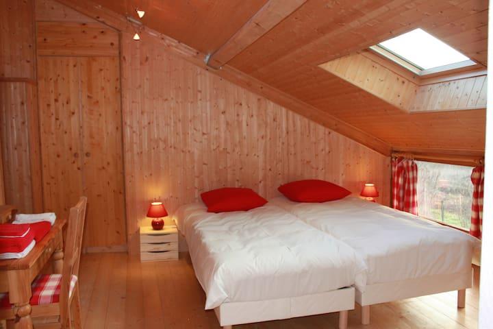 La chambre Framboises de Valreley - Champagne-en-Valromey - Bed & Breakfast