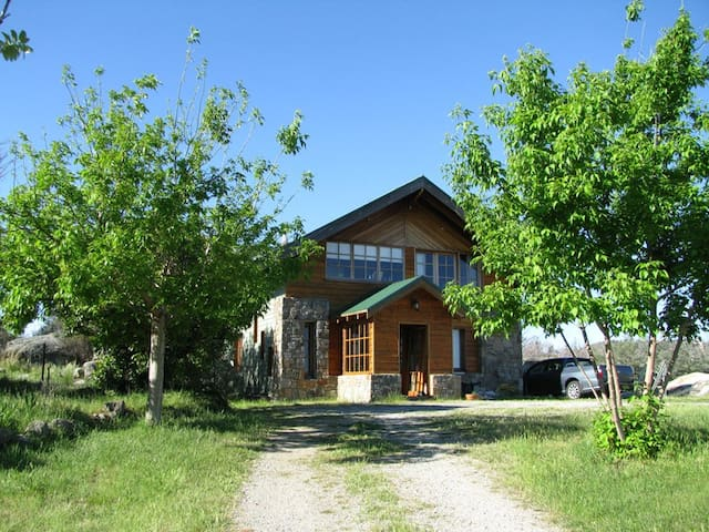 Cosy retreat, close to the snow rm1 - Berridale
