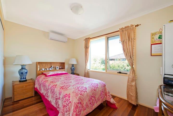 Big Suburban house, single bed, 30min drive toCity - Macleod - Casa