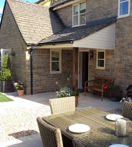 Cosy double room with private entrance and shower. - Didmarton
