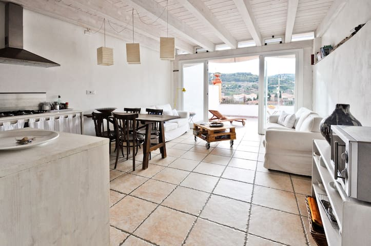 Terrace flat with river view - Bosa - Leilighet