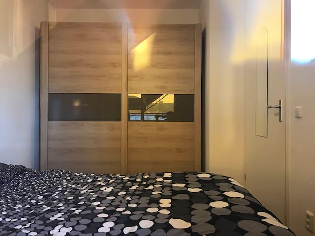 Cool and private room in Zaandam (near Amsterdam) - Zaandam - Huoneisto