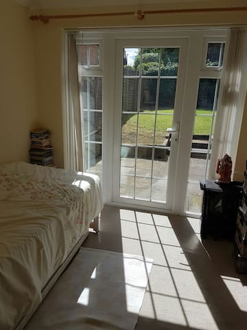 Private room with private shower/wc in London - Pinner - Rumah